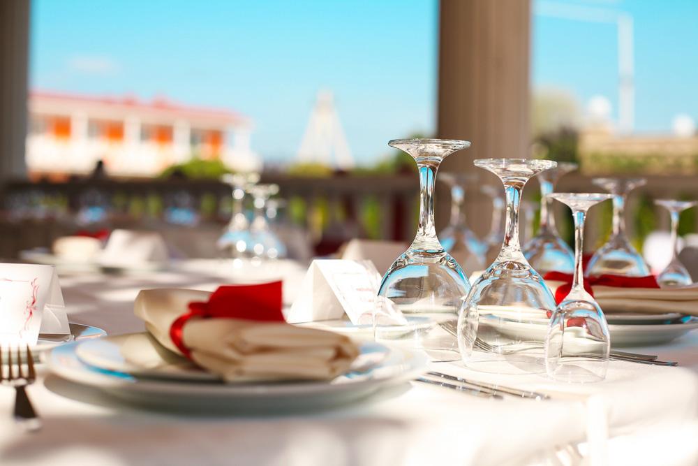 Сервировка – свадьба в пансионате Апельсин